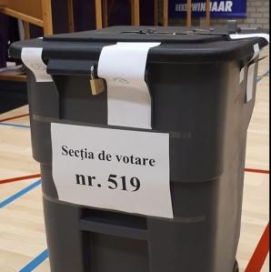 Urna de vot ca o pubelă