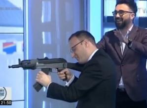Cumpănașu a tras cu arma la TVR, într-o emisiune electorală, la o oră de vârf