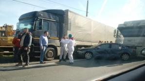 Accident cu 5 victime, în jud. Sibiu. Impact nimicitor: mașina, aruncată dintr-un TIR în altul
