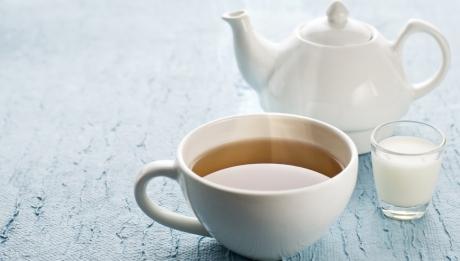 Motivul pentru care este bine sa bei ceaiul cu lapte