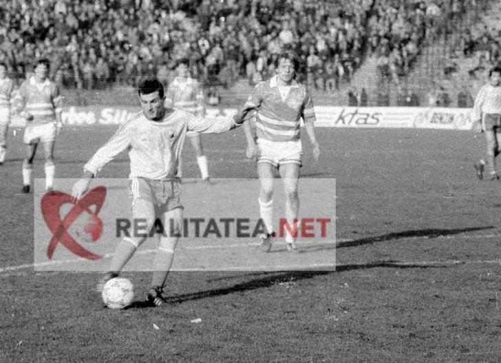 Romania - Danemarca 1989. Ioan Sabau inscrie golul 2