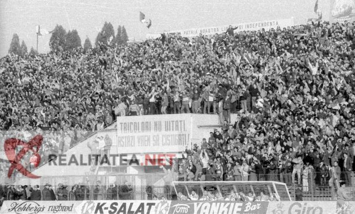 Romania - Danemarca 1989. Stadionul Steaua, intre timp demolat, gemea de oameni. 30.000 de spectatori erau in tribune. Arhiva: Cristian Otopeanu