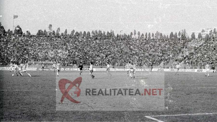 <p>Imagine de la meciul Romania - Danemarca 3-1 din 1989, scanata de pe negativul original. Arhiva: Cristian Otopeanu</p>