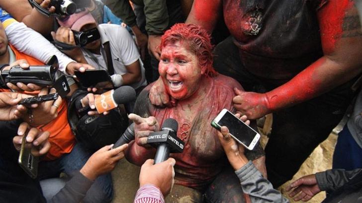 Primărița din Bolivia, bătută de protestatari