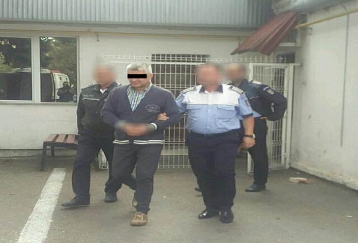 Preotul din Argeș, acuzat de tentativă de omor, a primit încă 30 de zile de arest la domiciliu
