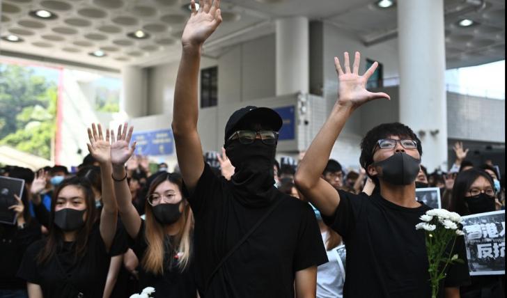 Colegii lui Alex Chow ai ieșit în stradă