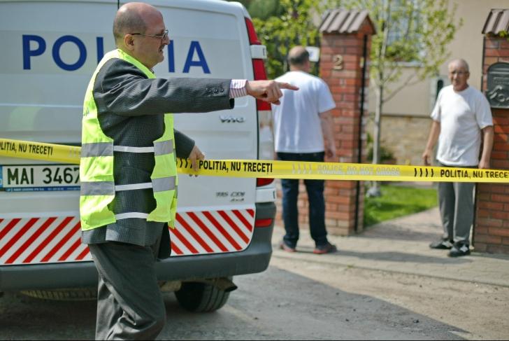 Crimă oribilă la Topoloveni. Cadavrul unui bebeluș, găsit într-o pungă, în curtea unei firme!