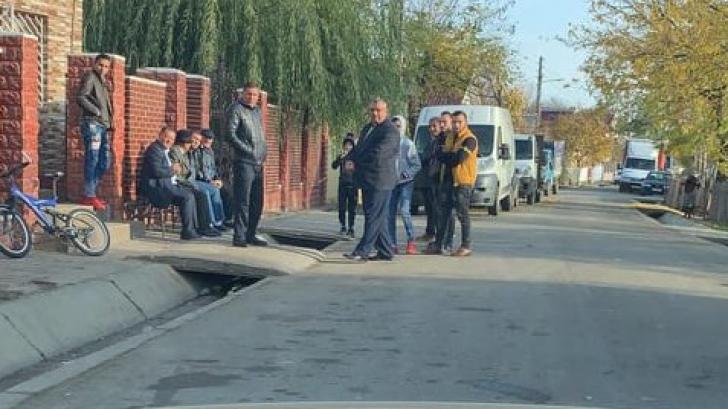 Oameni aduși cu mașina la vot