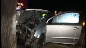 Accident grav, din cauza vitezei excesive, în jud. Argeș: 4 victime, după ce s-au izbit de un pom
