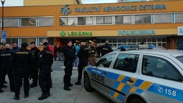 Atac armat la un spital din Cehia: cel putin 6 morti. Suspectul s-a sinucis in masina urmarita de politie