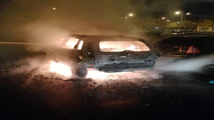 Scene teribile la Timisoara. Un autoturism a ars ca o torta