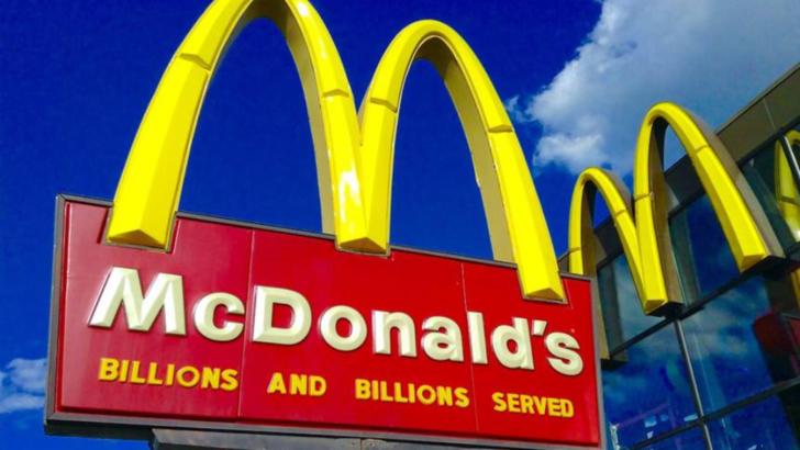 Doi angajați McDonald's au murit electrocutați
