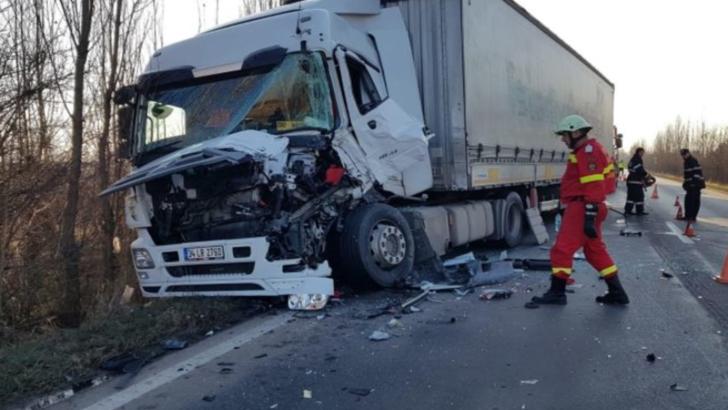 FOTO Accident pe DN1A. Doua TIR-uri au intrat in coliziune