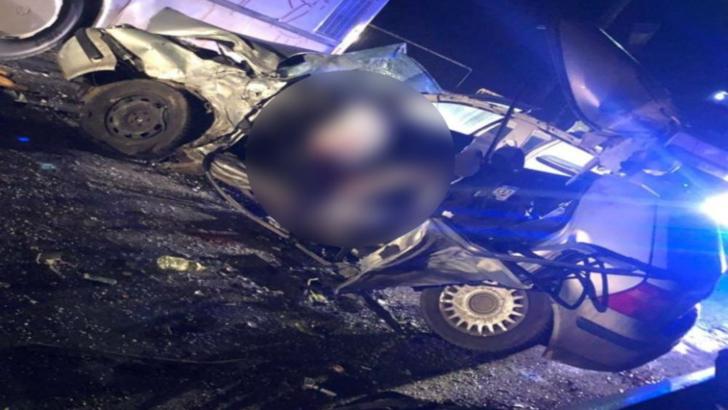 Accident cumplit. Un polițist a murit, după ce a intrat cu mașina într-un autobuz plin cu călători