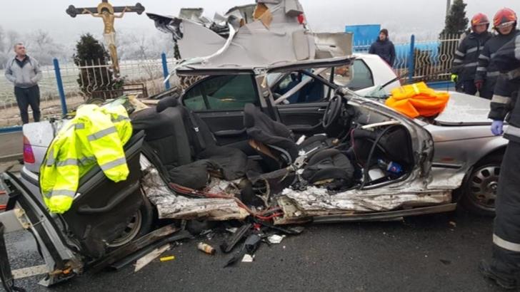 Accident în lanț, la ieșirea din Cluj: 3 victime. Una din mașinile de intervenție, implicată într-un impact violent, pe drum!