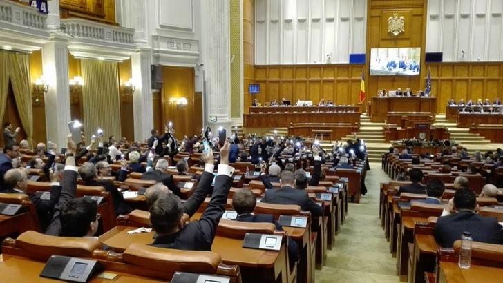 Senatul are buget cu pensii speciale incluse!
