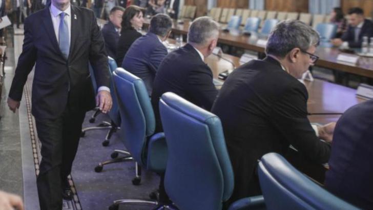 """Guvernul decide marti cum va fi adoptat bugetul: """"75% angajarea raspunderii, 25% dezbateri parlamentare-"""