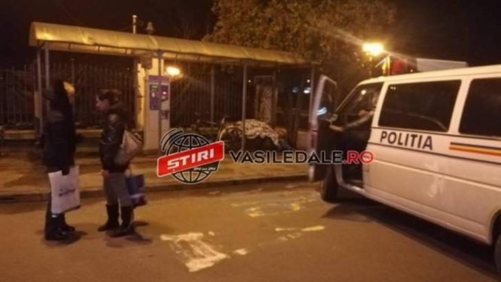 Bărbat lăsat să putrezească în stația de autobuz