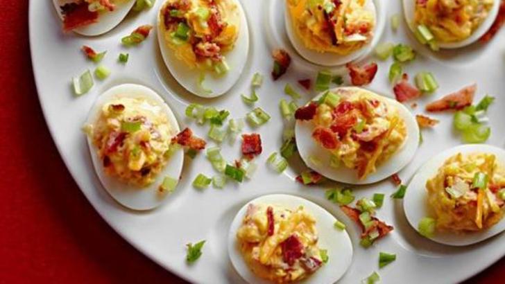 Cea mai simplă rețetă de ouă umplute. Aperitivul perfect pentru Revelion