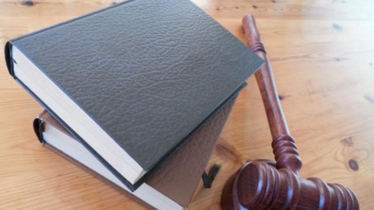 Proces ciudat. Un detinut cere daune de 12 milioane de lei judecatorilor. Ce acuzatii aduce