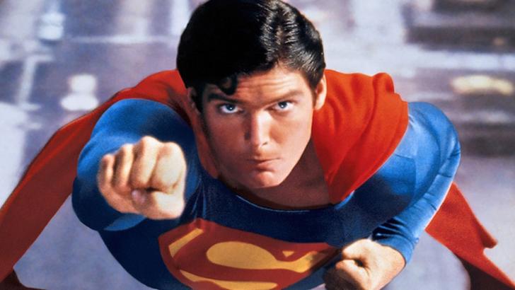 Pelerina originală a lui Superman, vândută pentru o sumă INCREDIBILĂ!