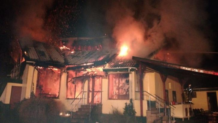 Incendiu violent, în jud. Timiș: o casă a ars ca o torță! Pompierii merg pe o pistă șocantă