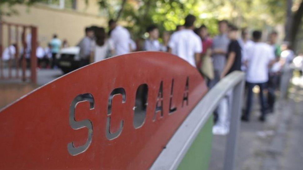 Anchetă la școala evacuată din Capitală: 18 elevi, de urgență la spital. Sute de elevi au fost evacuați
