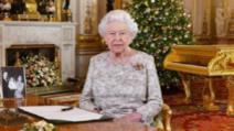 Regina Marii Britanii se machiază singură, cu excepția unei singure ocazii