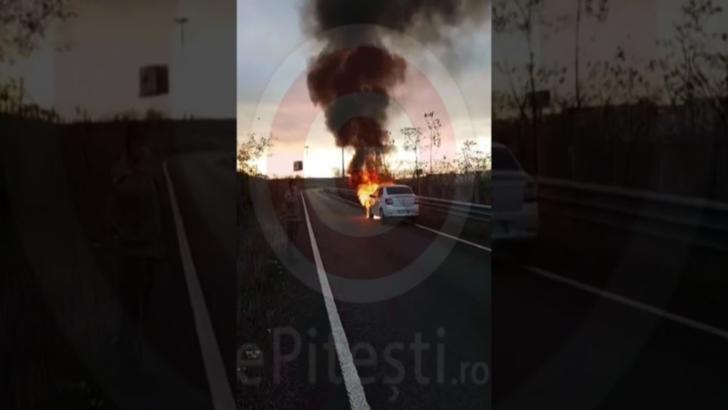 O mașină de poliție arde pe Autostrada Soarelui, lângă București