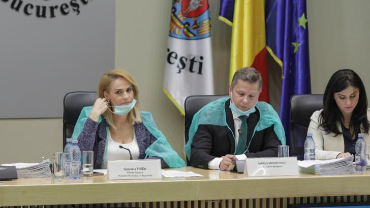 Primarul și consilierii genarali ai PSD, cu halate și măști la ședința CGMB!  Firea:  Ne protejăm de virușii guvernamentali!