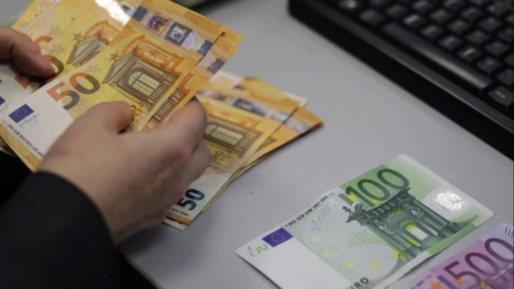 Curs valutar | Euro se apropie de 4,8 lei