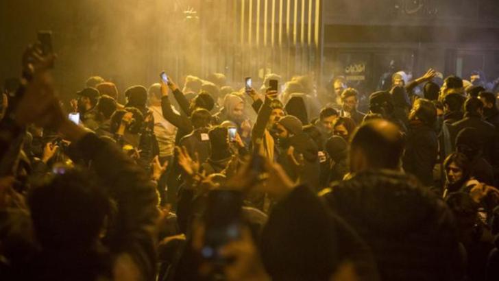 Proteste in Iran. Afisele cu Soleimani sunt rupte. Mesajul lui Trump