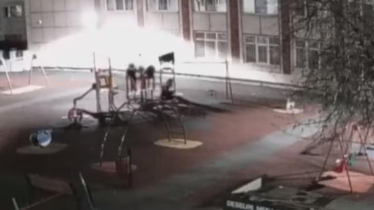 Trei copii distrug un loc de joacă din Brăila. Cum au fost sancţionaţi