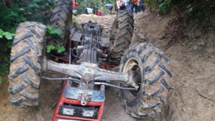 Un bărbat de 70 de ani a murit strivit de un tractor