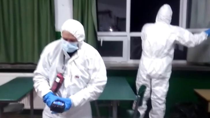 Liceul din Arad, unde 50 de elevi au ajuns la spital, ramane inchis joi si vineri