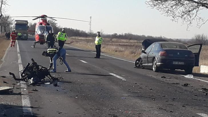 Accident grav în Argeș, cu trei mașini și un TIR implicate. O persoană a murit