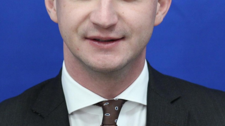 """Liderul deputaţilor PSD: """"Președintele și premierul ar trebui să citească Constituția României"""""""