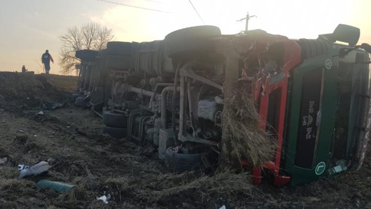 Accident grav între Slatina şi Piteşti soldat cu un mort. Imagini cumplite cu maşinile strivite
