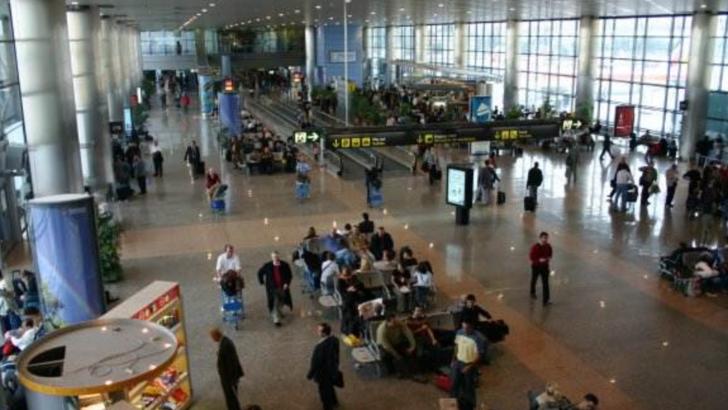 Un incendiu izbucnit pe acoperisul unui aeroport din Spania! Terminalul a fost evacuat