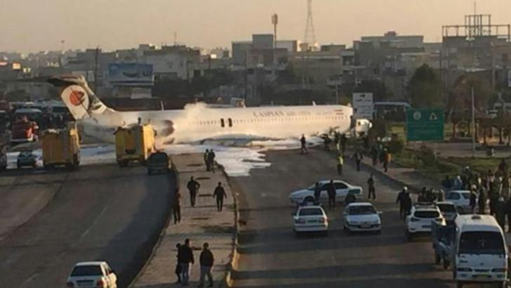 Avion aterizat pe autostradă în vestul Iranului