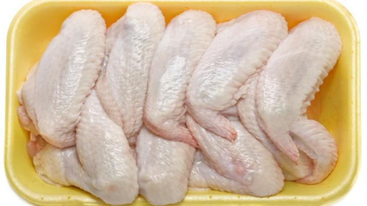 Carnea de pui, pericol pentru sănătate! Dezvăluiri șocante despre hormonii de creştere