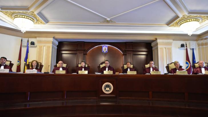 Parlamentul si Guvernul transmit, vineri, la CCR punctele de vedere privind existenta unui conflict juridic pe tema Legii bugetului