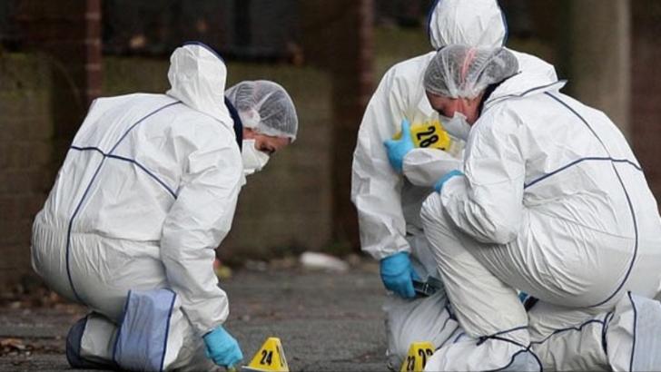 Descoperire macabră! Femeie găsită moartă, într-o baltă de sânge. Deasupra, un bărbat spânzurat