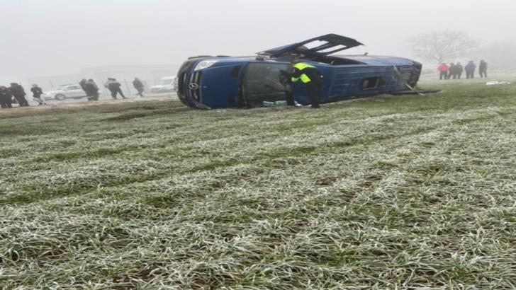 Accident grav, în jud. Constanța: un microbuz plin cu călători s-a răsturnat: 11 victime