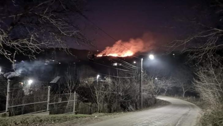 Incendii devastatoare, în jud. Dâmboviţa. Focul ar fi fost pus intenţionat