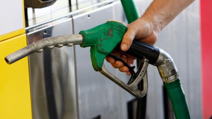 Cu cât s-au ieftinit, de fapt, benzina şi motorina, de la 1 ianuarie. PREŢURILE la pompă