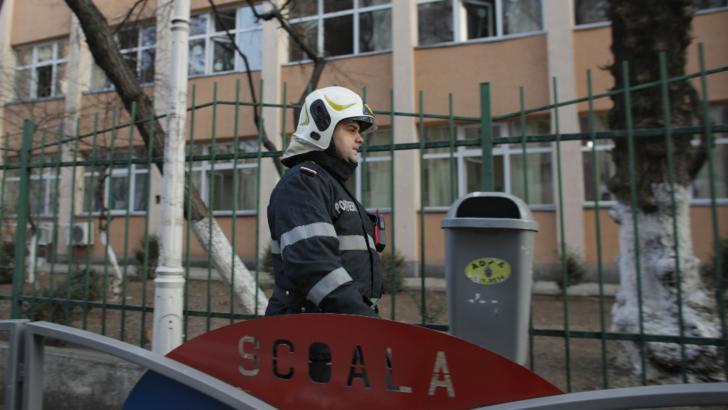 Școala EVACUATA, in Bucuresti! Mai multi elevi au ajuns la spital, acuzand dureri de cap dupa dezinsectie
