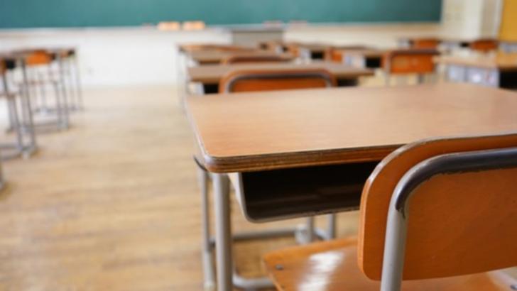 Școala EVACUATA, in Bucuresti! Elevii acuza dureri de cap dupa dezisectie: 9 au ajuns la spital