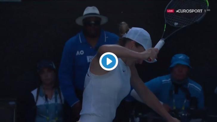 VIDEO - Simona Halep si-a rupt racheta in timpul meciului cu Muguruza