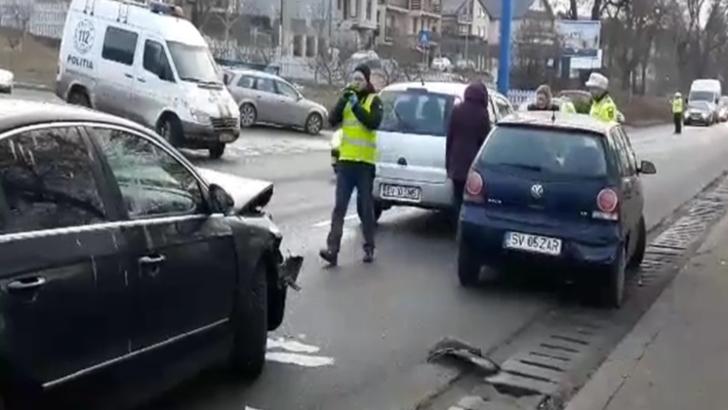 Accident în lanț, în Suceava: 2 victime, 4 mașini distruse